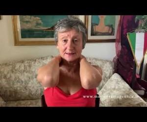 Esercizio 16: automassaggio per la colonna cervicale e le spalle.