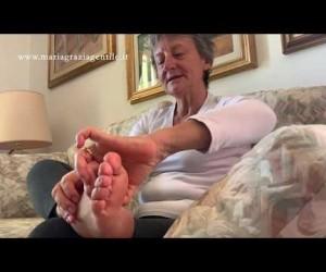 Esercizio 18: automassaggio per i piedi.