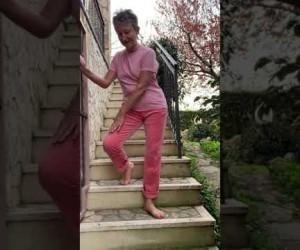 Esercizio 4: Come salire e scendere correttamente le scale. Ri-Educazione al Movimento in casa.