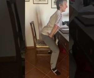 Esercizio 3: Come sedersi correttamente sulla sedia. Ri-Educazione al Movimento in casa.