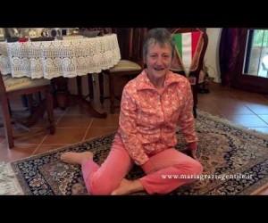 Esercizio 8: Lavoro sulla colonna vertebrale: le anche ed il bacino. Ri-Educazione al Movimento in casa.