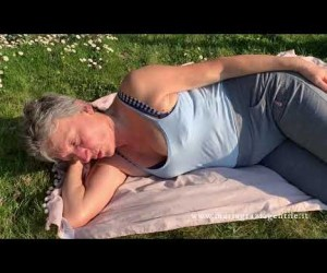 Esercizio 13: mobilizzazione della colonna cervicale, le spalle e le scapole. Ri-Educazione al movimento in casa.